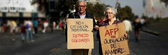 Milhares de aposentados e pensionistas têm ido às ruas para protestar contra o sistema de previdência privado