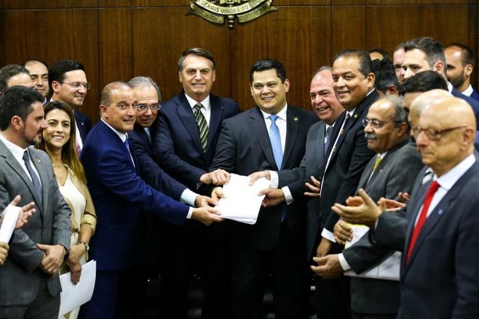 """O plano """"Mais Brasil"""" de Bolsonaro significa: mais lucro para os patrões, mais miséria para os trabalhadores"""