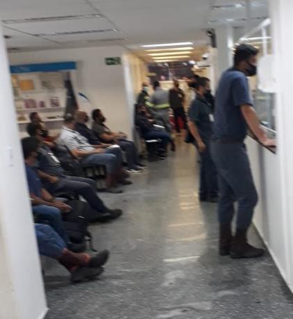 Usiminas segue colocando a saúde dos trabalhadores em risco: surto de Covid numa das terceirizadas, aglomeração e péssimas condições de trabalho