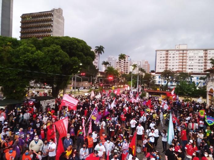 No dia 19 de junho centenas de milhares nas ruas, pelas centenas de milhares que morreram vítimas do governo genocida